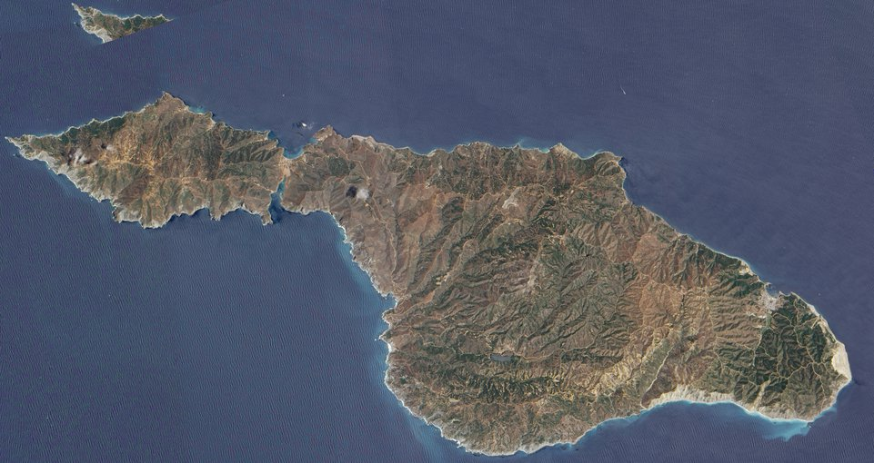 Southwest of the Los Angeles coast lies Santa Catalina Island, a 35-kilometer- (22-mile-) long island that runs roughly northwest to southeast, and spans 13 kilometers (8 miles) at its widest point. Image credit: NASA Earth Observatory Image credit: None