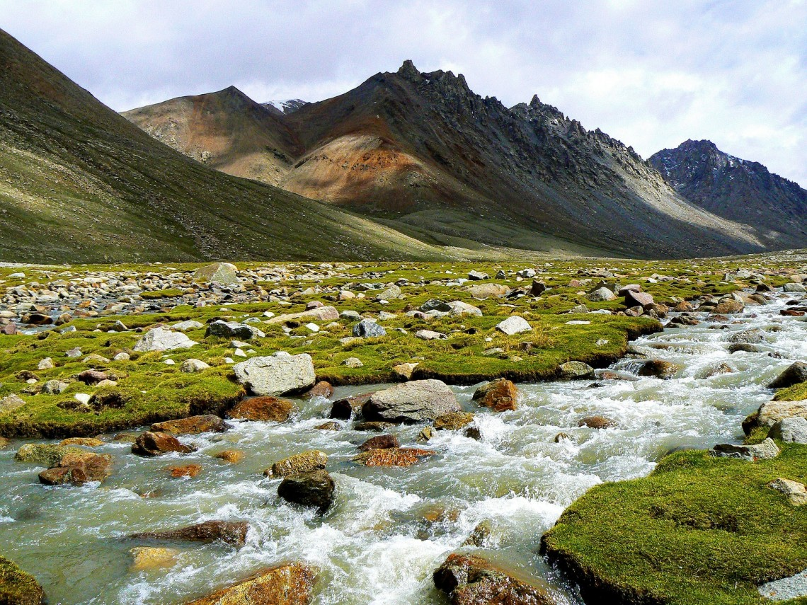 A river runs through a valley in the Himalayan mountains. New results show the rate for chemical weathering of rocks is not as sensitive to global temperatures as geologists thought. Source: Pixabay (via UW) Image credit: None