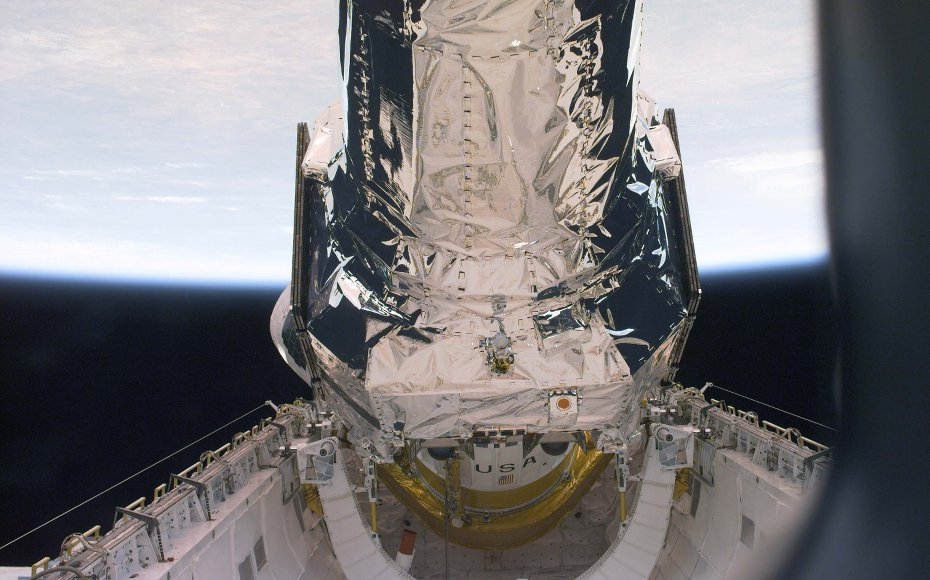 The primary duty of the STS-93 crew was to deploy the Chandra X-ray Observatory, the world's most powerful X-ray telescope. This is one of a series of electronic still photos recorded by the crew during the deployment of the 50,162 pound observatory.