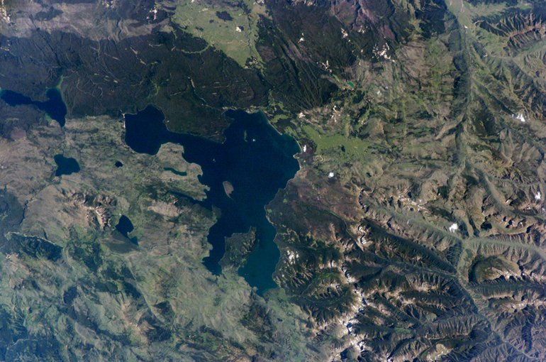Astronaut photograph (ISS011-E-10575) of Yellowstone Lake from orbit. Geothermal features such as geysers and hot springs are located in the West Thumb area. This is thought to be due to a relatively shallow, local magma source.