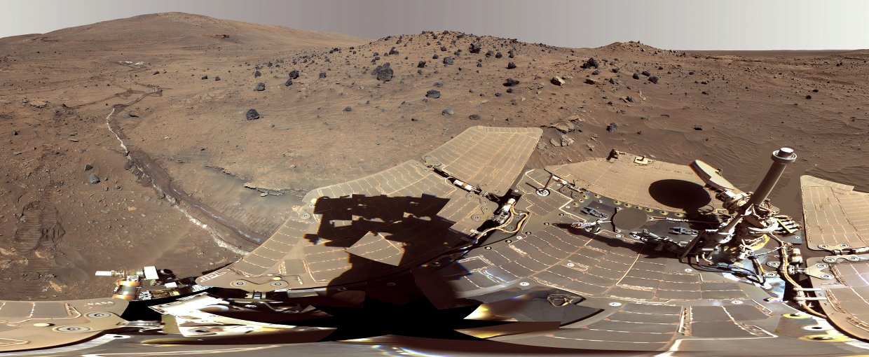 Spirit Mars Rover in 'McMurdo' Panorama (False Color). Image credit: NASA/JPL-Caltech/Cornell Univ./Arizona State Univ.