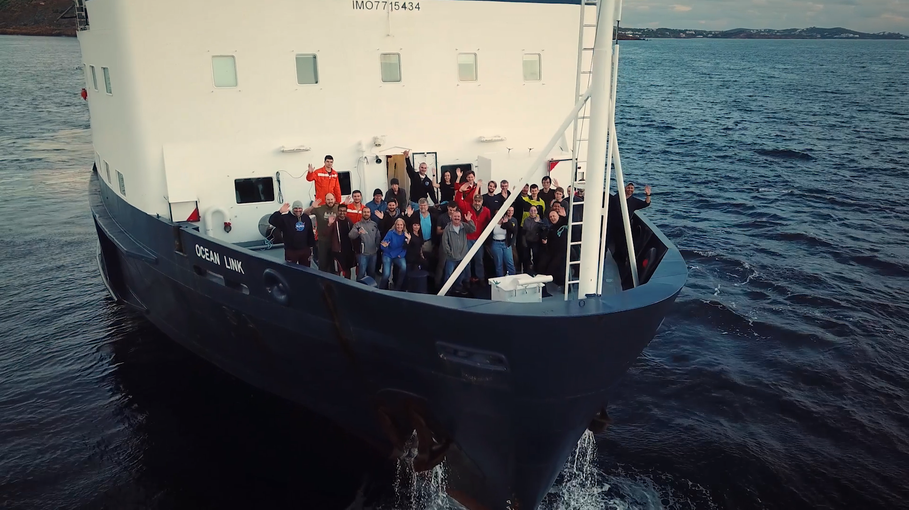 Group photo of the entire expedition team, including scientists, engineers, students, and crew members of the CLV Ocean Link.